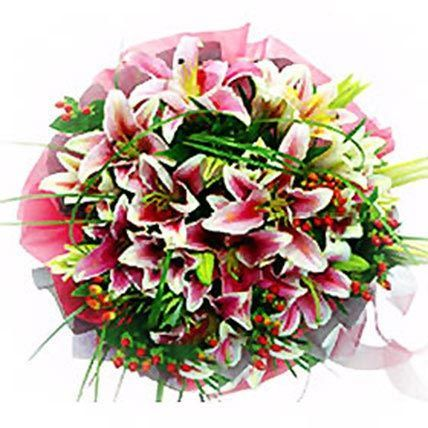 Lovely Lilies Smile Bouquet