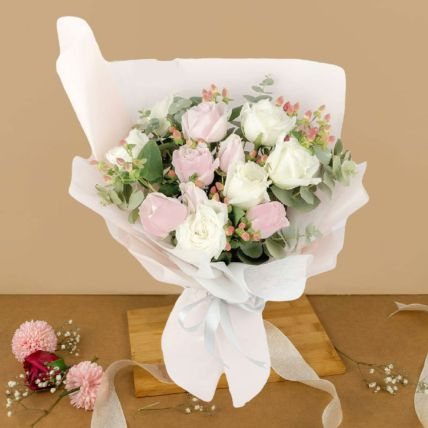Charming Cream And Pink Roses Bouquet 12 Stalks